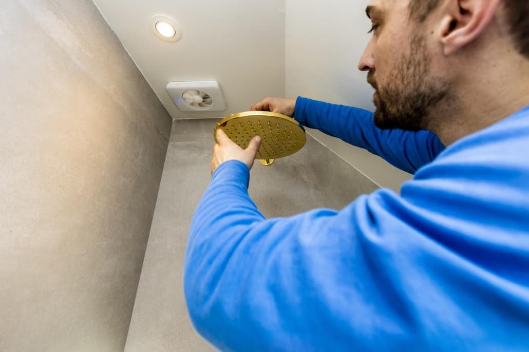 Montering af brusehoved til nyt badeværelse